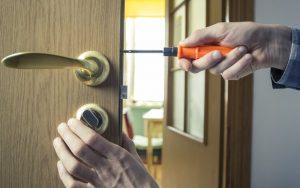תיקון מנעול מגנטי לדלת