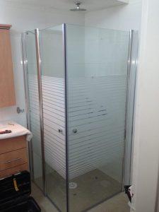 תיקון מקלחון זכוכית